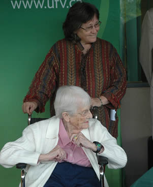 elderly-woman-with-caregiver
