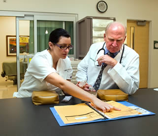 nurse-helping-doctor