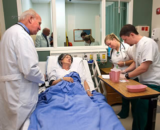 nurses-in-training-working-in-simulator