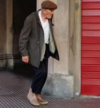 older-man-walking-995