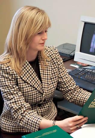 woman-at-computer-334