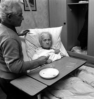 bedridden-elderly-woman-eating-0033