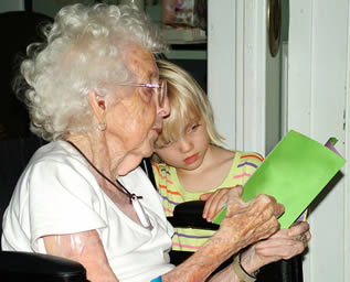 old-lady-reading-to-child-002