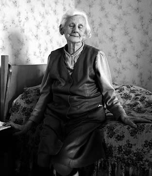 retirement-home-woman-0334