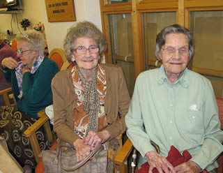 seniors-at-retirement-home-9220