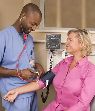 taking-blood-pressure-of-patient-03309