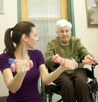 nurse-aide-instructing-elderly-woman-about-workout
