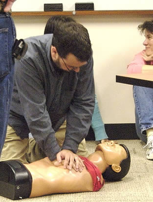 demonstrating-how-to-perform-cpr-to-students-55676
