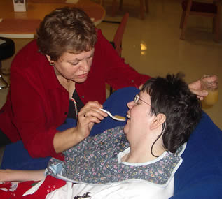 feeding-patient-09922