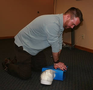 health-care-worker-cpr-training-001211