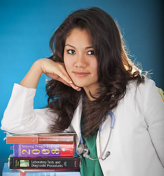 nurse-studying-for-class-494339