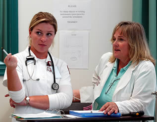nurses-discussing-class-9202023