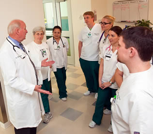 medical-instructor-speaking-to-nurse-trainees