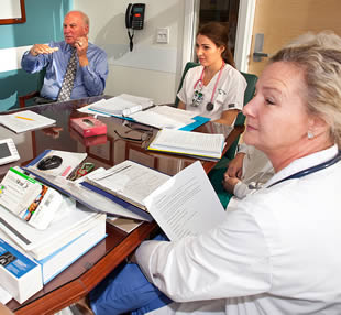 medical-professionals-in-office-meeting