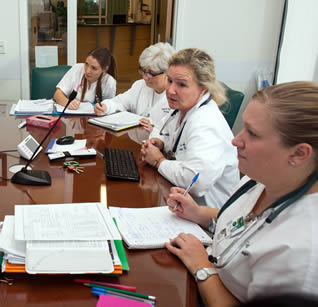 medical-workers-at-hospital-office