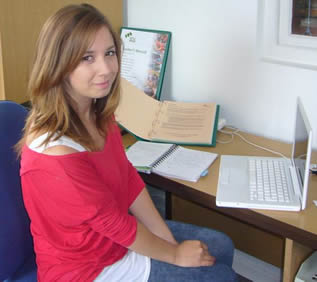 young-college-girl-using-laptop