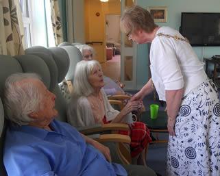 nursing-home-residents-talking-002