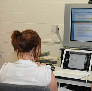 young-woman-at-computer-in-class