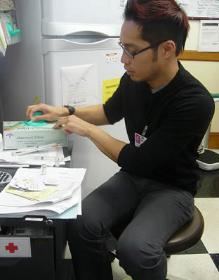 nurse-aide-preparing-for-work-shift