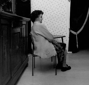 elderly-lady-sitting-rest-home-02233