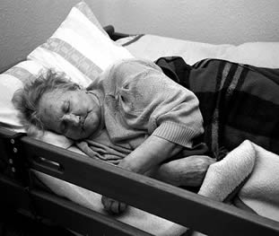 elderly-woman-sleeping-at-care-home-454