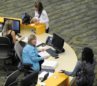 college-admissions-desk