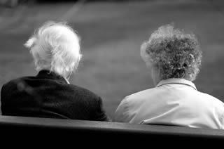 elderly-friends-8892