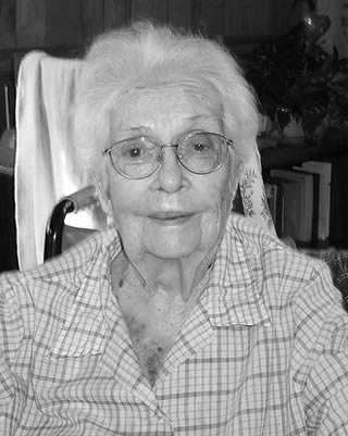elderly-lady-at-care-home-220022