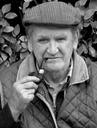 elderly-man-smoking-pipe-9922