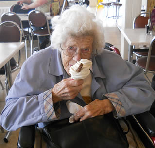 elderly-woman-eating-ice-cream-9922