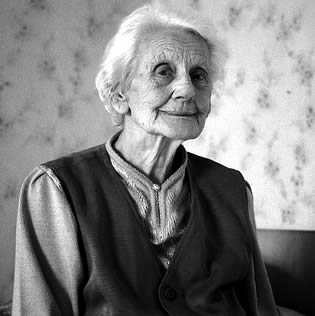 elderly-woman-posing-7733