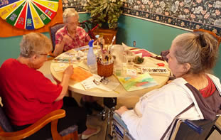 elderly-women-arts-and-crafts-9001