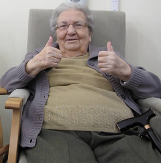 grandma-two-thumbs-up-9933