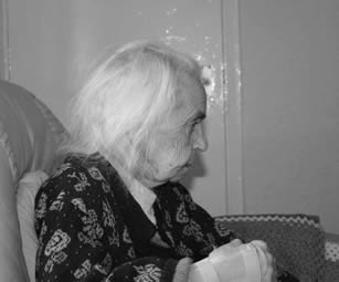 woman-at-care-home-4402