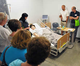 nurse-demonstration-in-simulation-room