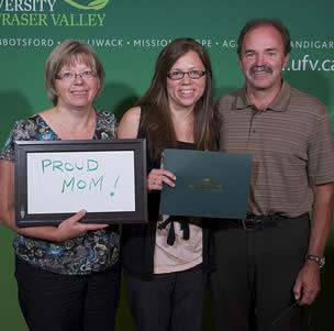 cna-graduate-with-parents