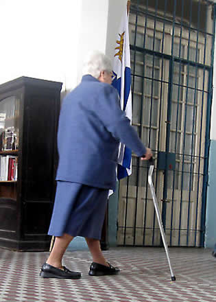 old-woman-walking-with-cane